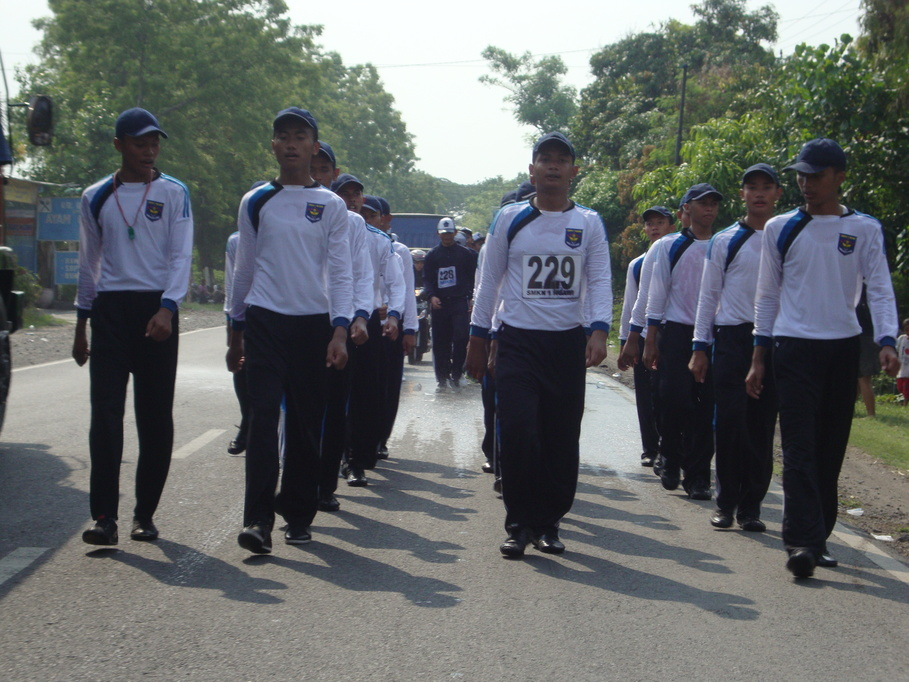 Gerak jalan 10 November SMKN 1 Ngawi